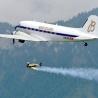 Breitling DC-3 urmărește fiecare zbor a lui Jetman