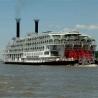 Nava cu aburi American Queen în serviciu pe Mississippi